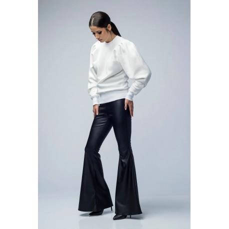 Pantaloni din piele ecologică evazaţi