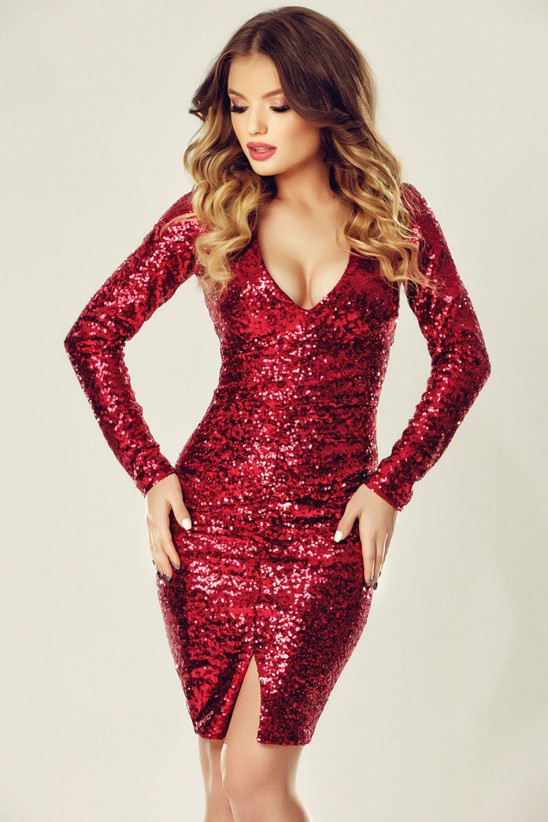 Pentru petrecerea de Revelion, alege rochiile cu paiete