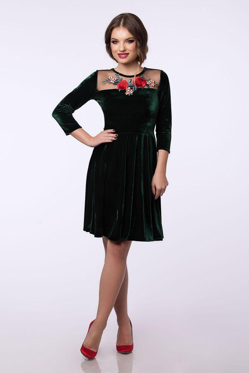 Idei de accesorizare pentru rochiile elegante verzi din catifea