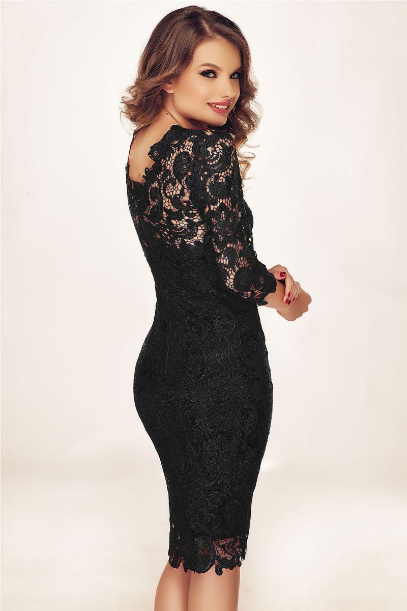 Rochia neagra din dantela: accesoriul indispensabil din garderoba ta