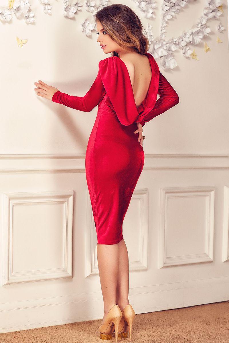 Must have: rochii cu spatele gol, din catifea