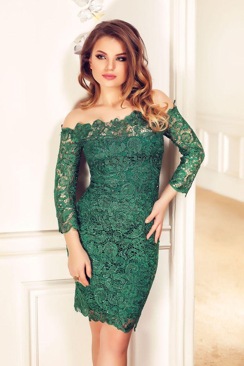 Cum porti rochiile din dantela verde pentru a obtine un look glam?