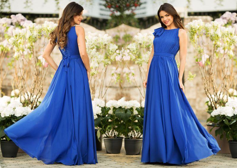 Cum sa porti rochiile lungi din voal albastru?