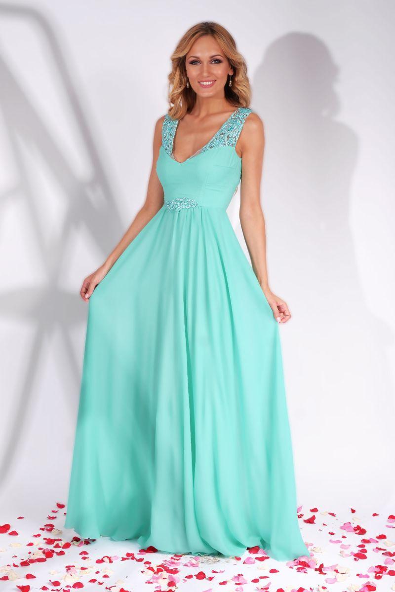 En vogue: rochii lungi de seara in culori discrete