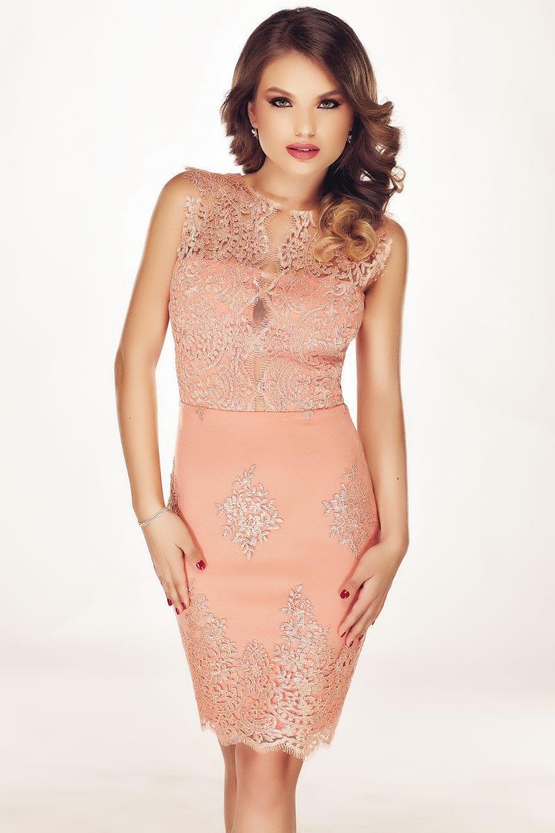 Alege o rochie conica pentru evenimentele speciale