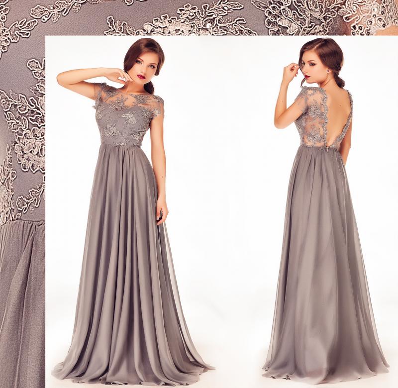 Poarta rochii de seara lungi in culori neutre