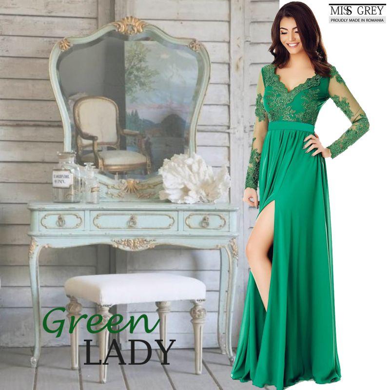 Povestea femeii care poarta numai rochii de seara verzi