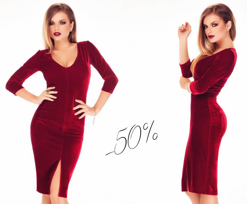 Reduceri de 50% la rochiile rosii de catifea!