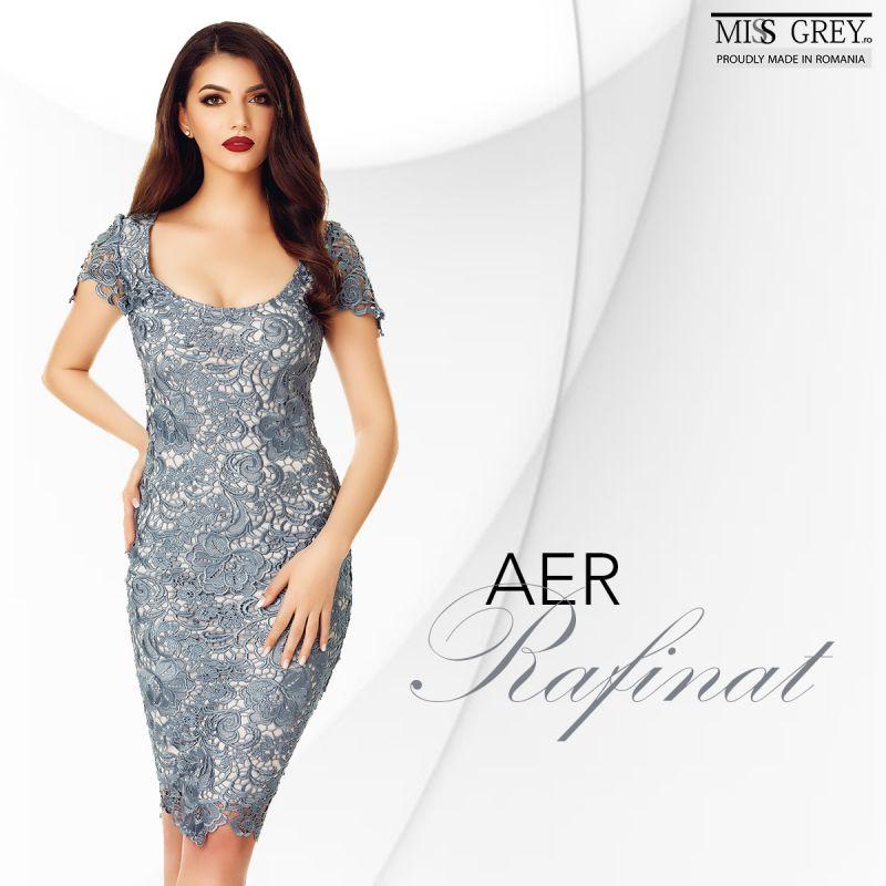Iti vine sa crezi cat de eleganta poate fi o rochie gri?