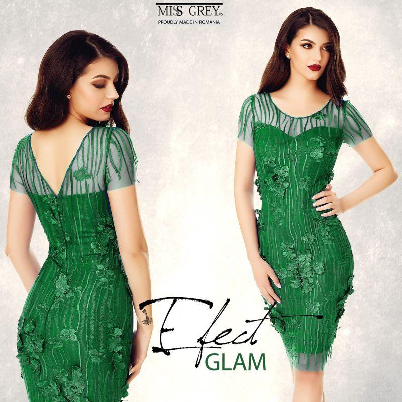 Nu stii cu ce sa asortezi o rochie verde? Uite trei solutii