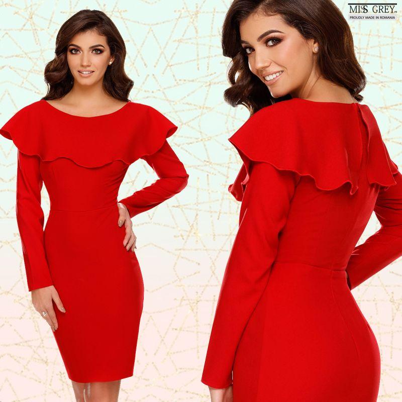Doua moduri in care poti purta o rochie rosie midi eleganta