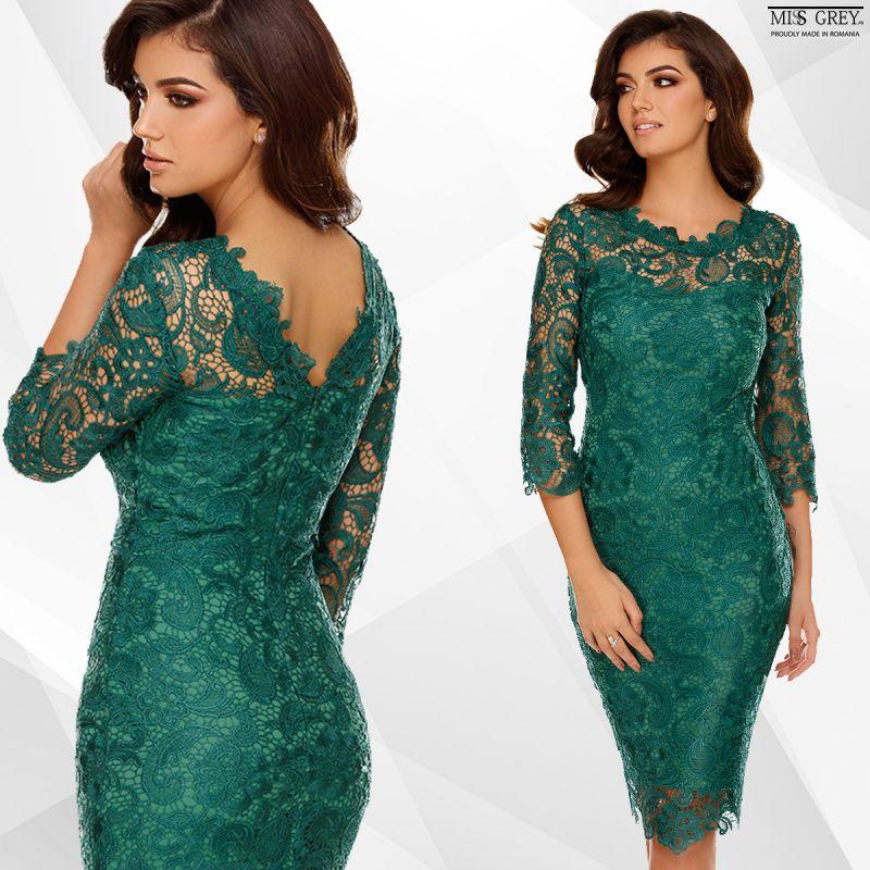 Trei scheme de asortare pentru o rochie verde smarald