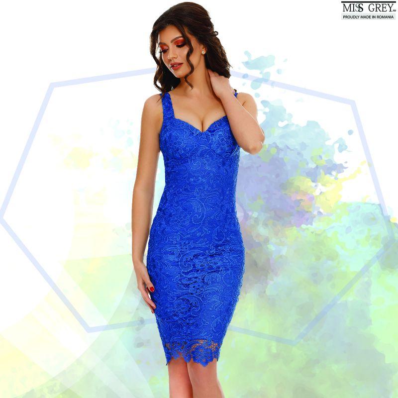 Rochii albastre de seara in care arati senzational fara efort